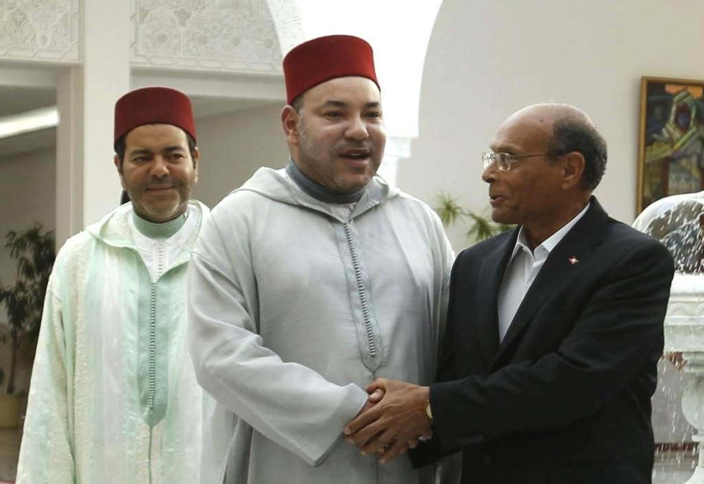 Tunisia's President Moncef Marzouk welcomes Morocco's King Mohammed VI on official visit. Reuters/Zoubeir Souiss