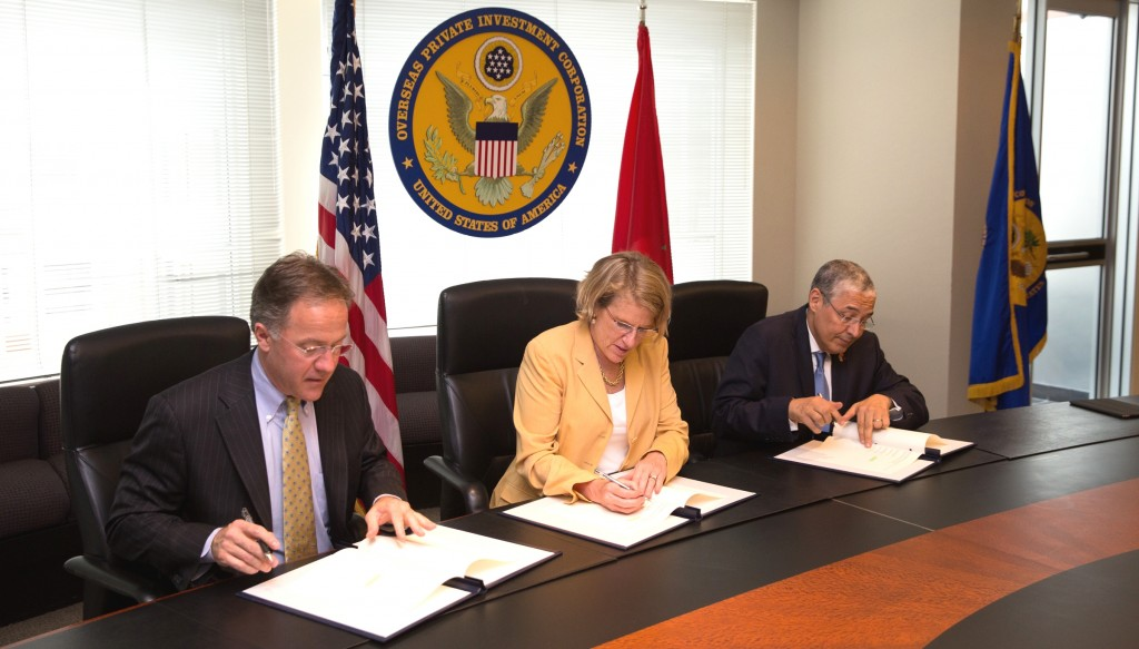 OPIC President Elizabeth Littlefield signs a memorandum of understanding on August 4 with Mohamed El Kettani (right), Chairman and CEO of Morocco's Attijariwafa Bank; and Thomas McCaffery (left), Wells Fargo executive vice president, expressing their interest in deepening cooperation to expand lending to small and medium enterprises in Morocco and other African countries. Photo: OPIC