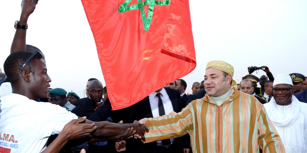 Morocco's King Mohammed VI is welcomed by Malians Tuesday as he arrives in Bamako, where he was joined by President Ibrahim Boubacar Keita (right).  The King's official visit to Mali is the first leg of a new African tour that will also take him to Guinea Conakry, Côte d'Ivoire, and Gabon. MedAfrica Times, Photo: MAP